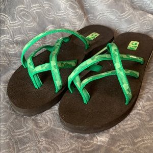 Teva flip flop sandals slide on green flats mush
